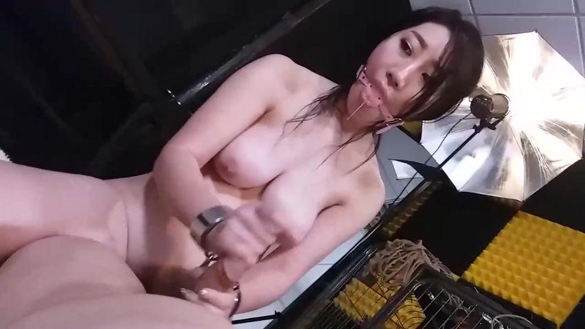 猥琐摄影师与嫩模的性爱游戏